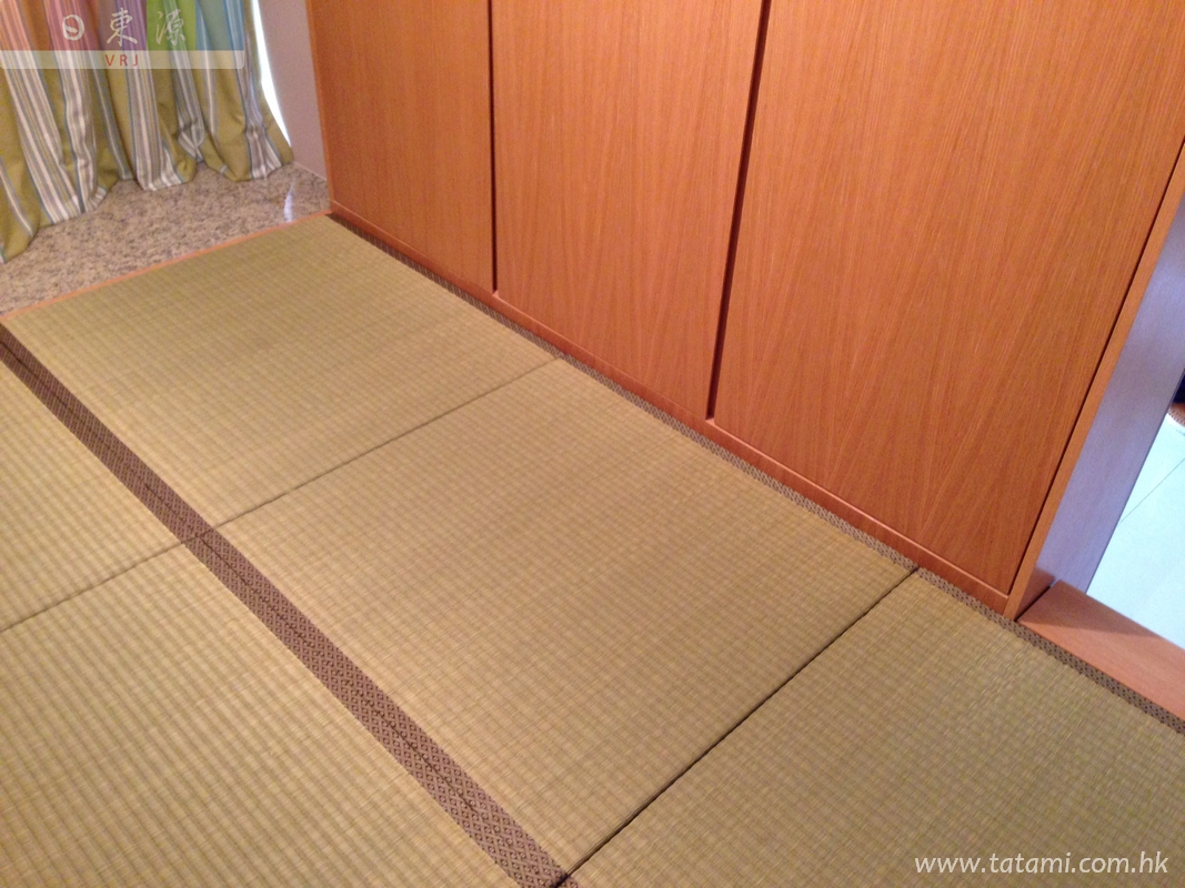 Japanese tatami size is based on the platform furniture, flexible and easily storage stuffs.<br />November, 2014