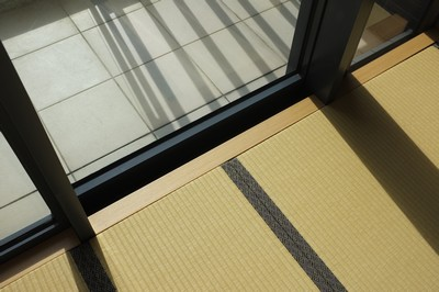Japanese Moisture-proof Tatami size 60mm, living room and balcony are designed with solid wood skirting line.<br />July, 2015